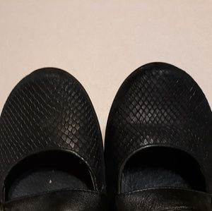 Dansko Shoes - Black Dansko Flats Size 10